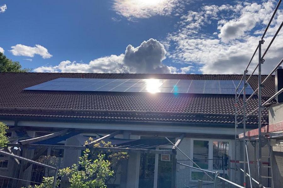 Photovoltaik-Anlage mit einem passenden Stromspeicher für die Montesssori Schule in Vilshofen
